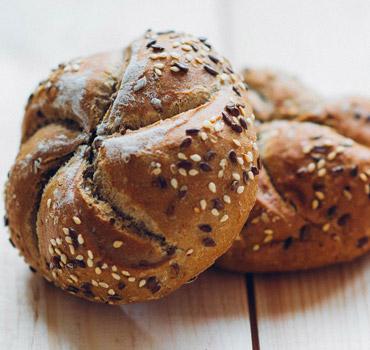 U ponudi imamo veliki izbor ukusnih i svežih peciva i hleba.